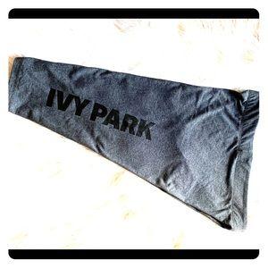 👟IvY PaRk Capri Leggings Tights 〰️